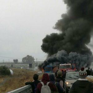 autobus in fiamme rocca 2